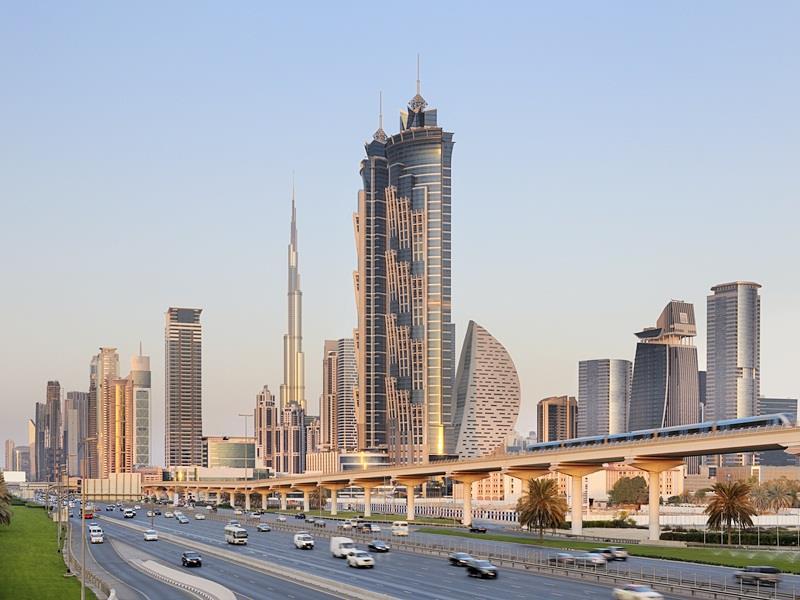 الإمارات تطبق ضريبة القيمة المضافة في يناير ٢٠١٨